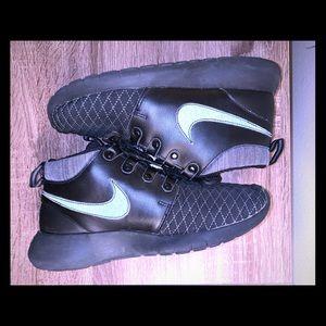 Big boys Nike Roshe winter ❄️ mids